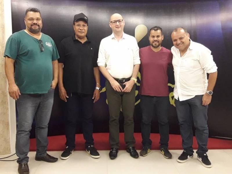 Lafaiete Ribeiro, Gilson da Klik, Lubiana diretor geral da Rede Tv estadual, Pedrinho Boiadeiro e Alexandre Jabá. (Foto: Laís Mariz)