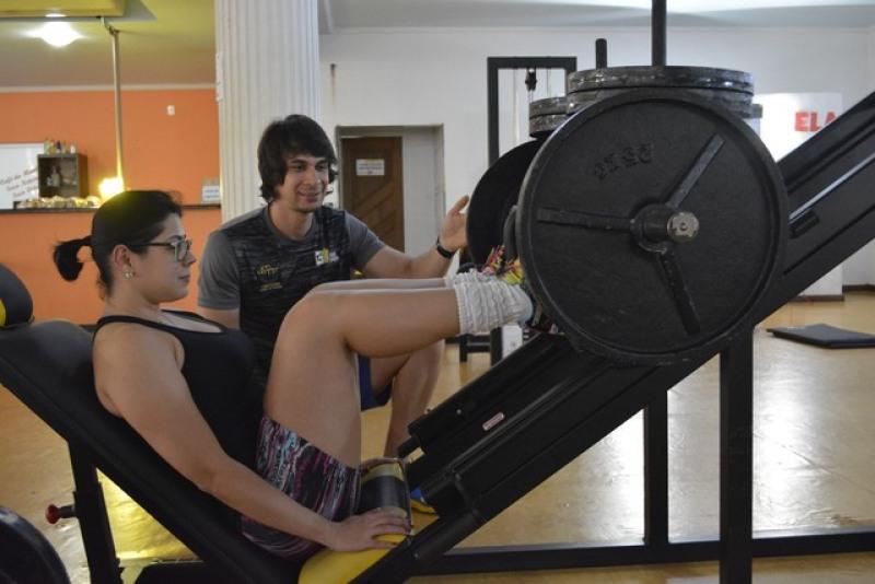 Fernando conseguiu fazer Natália praticar exercícios fielmente (Foto: Diêgo Holanda/G1)