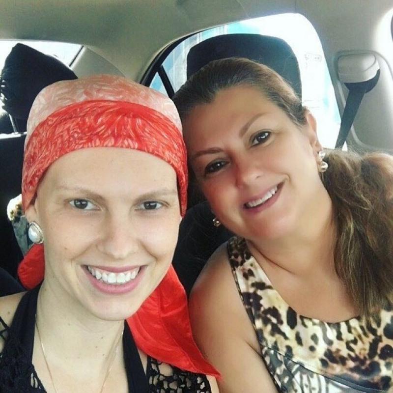 Em tratamento desde janeiro Daniela Domingues teve apoio da mãe durante quimioterapia em Porto Velho (Foto: : Daniela Domingues/Arquivo Pessoa)