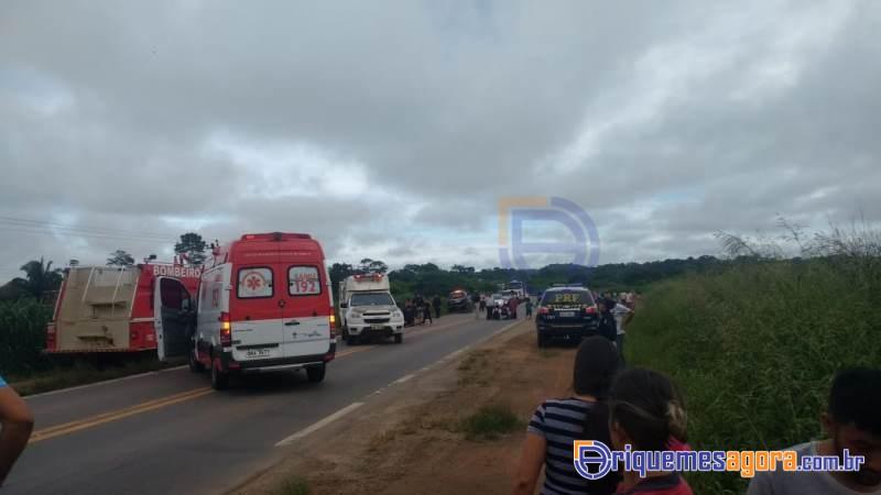 Ônibus seguia para seminário evangélico em Ariquemes tomba na BR-364 e deixa várias pessoas feridas
