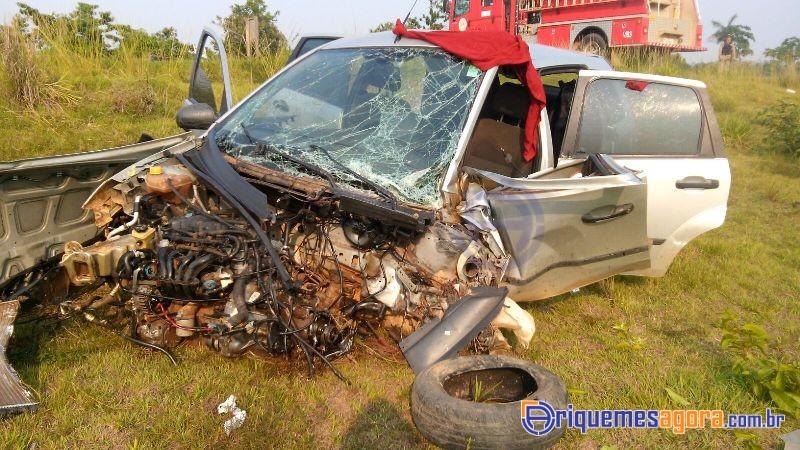 Colisão entre carro e caminhão deixa três pessoas feridas na BR-364