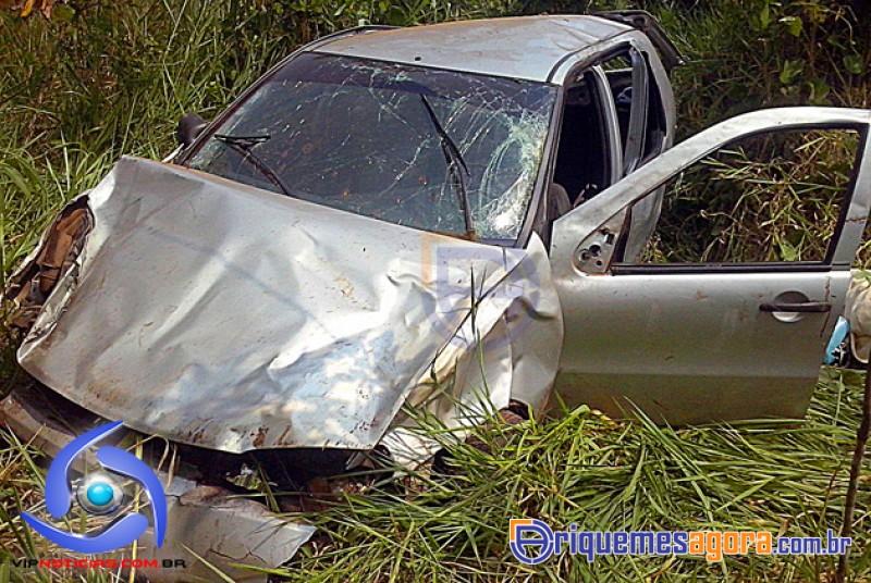 ACIDENTE BR 364 - Mulher morre ao ser lançada de veículo durante capotamento